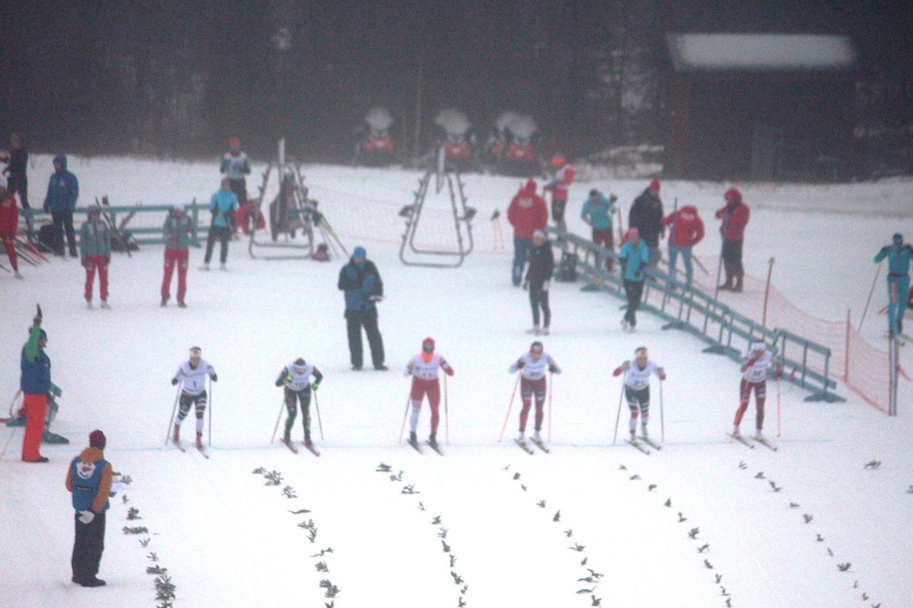 Старт первого женского четвертьфинального забега.