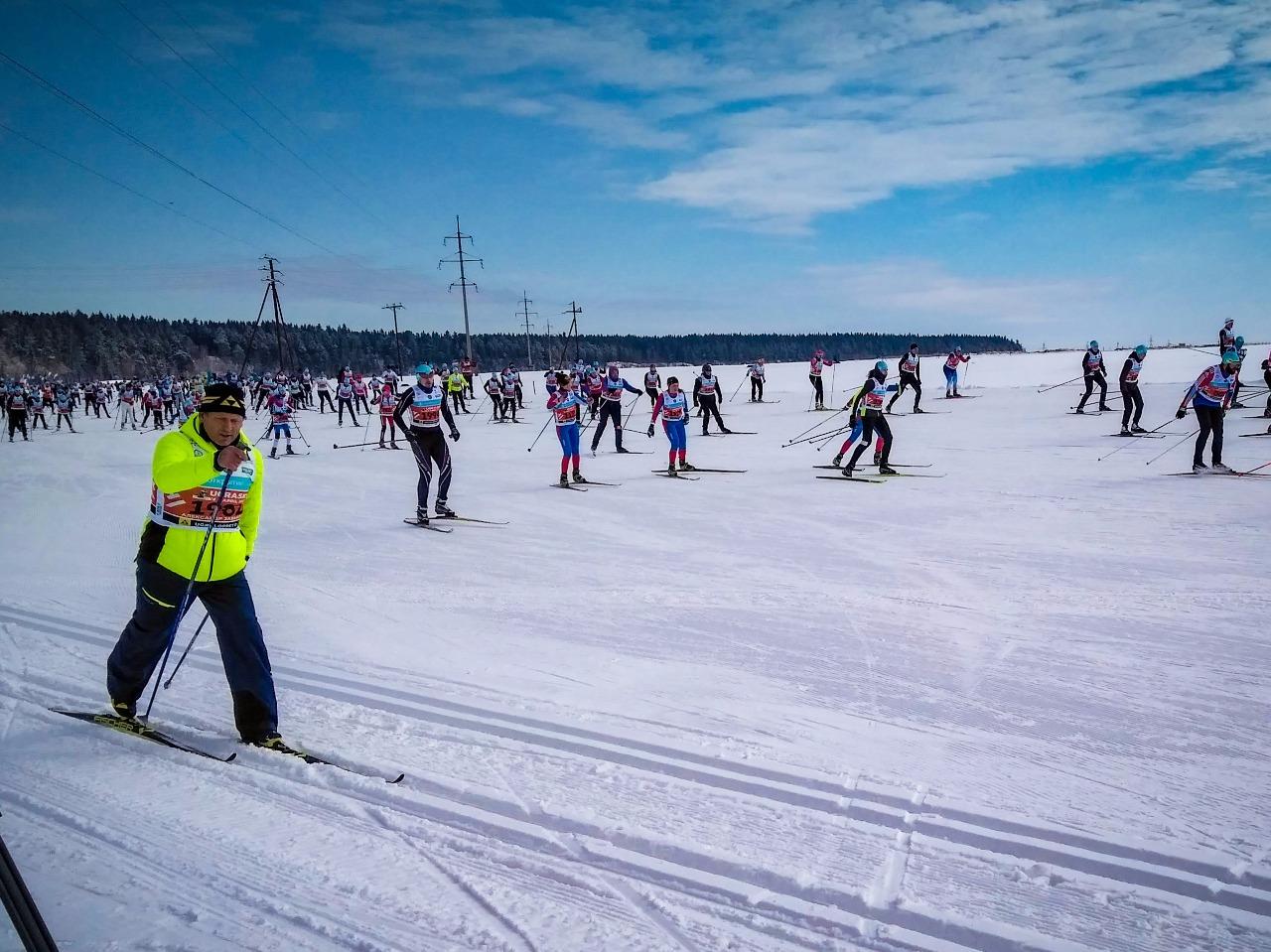 Александр Завьялов уходит на дистанцию своим любимым классическим стилем - на лыжах Fischer Twin Skin, которые можно увидеть на самом первом фото.