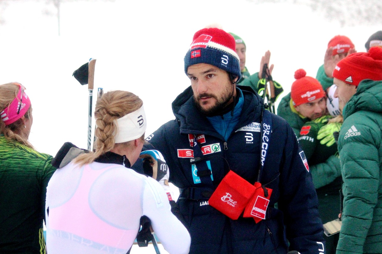 Расстроенные Анна Свендсен и ее тренер.