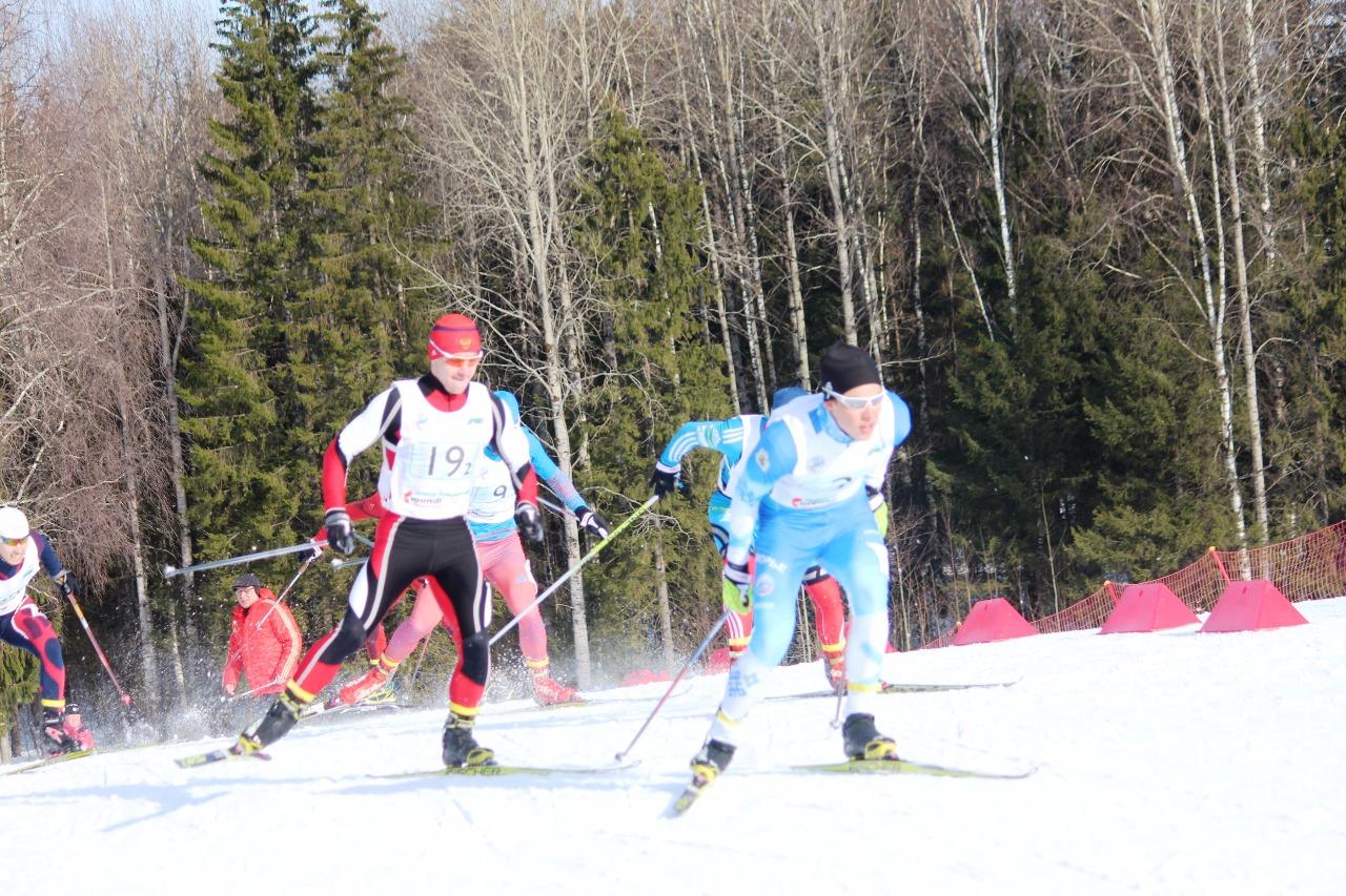 Впереди Саша Терентьев и Максим Сысолятин (Свердловская область, номер 19)