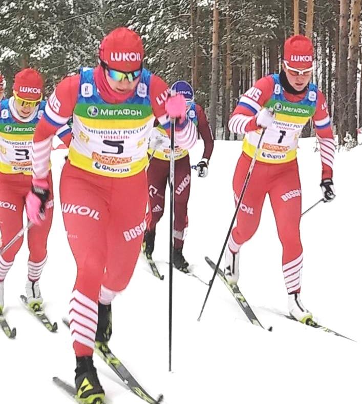 Финальный забег у юнилорок. Впереди Полина Некрасова и Аида Баязитова.