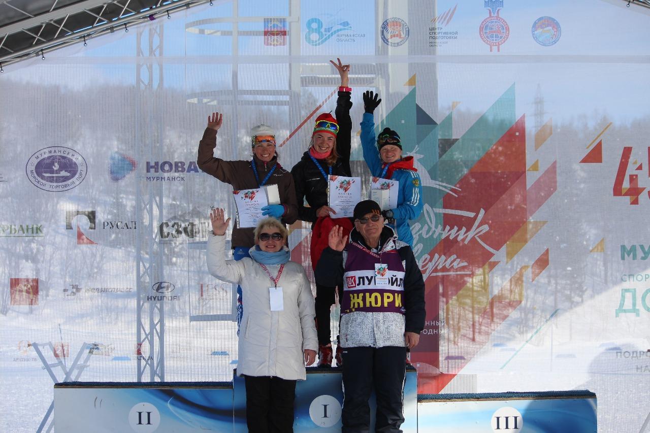 Церемония награждения лыжниц. Анна Белая, Полина Сероносова и Анастасия Власова.