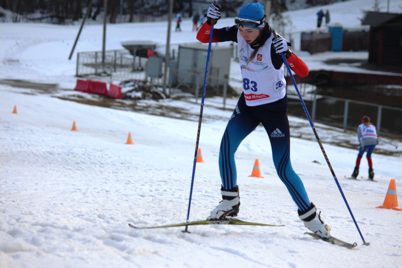 На дистанции истинская лыжница Екатерина Шебекина.