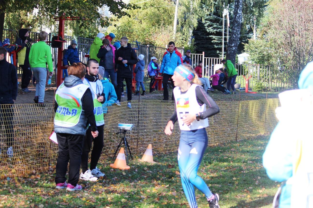 Дарья Ильина, выступавшая без команды, показала на финише второе время, но на этой позиции ее результат оставался не долго. Сзади нее стартовали более быстрые бегуньи. В итоге ее результат оказался пятым.