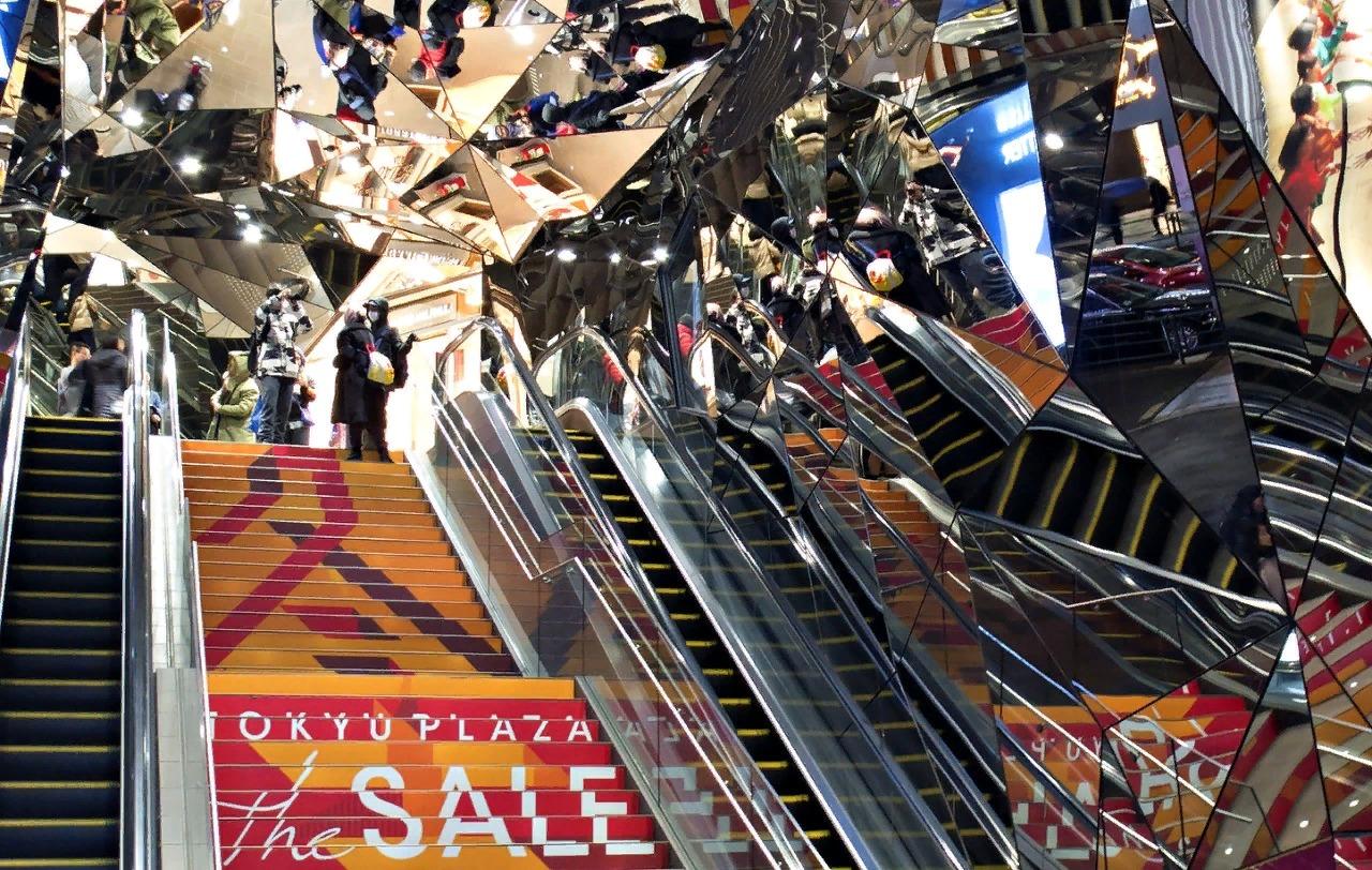 Вход в торговый центр Tokyo Plaza.