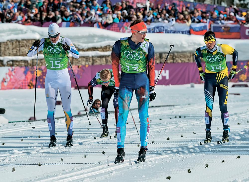 В полуфинальном забеге Никита Крюков финиширует впереди шведа Теодора Петерсона, американца Эрика Бьорнсена и Алексея Полторанина из Казахстана. Всяборьба ещё впереди