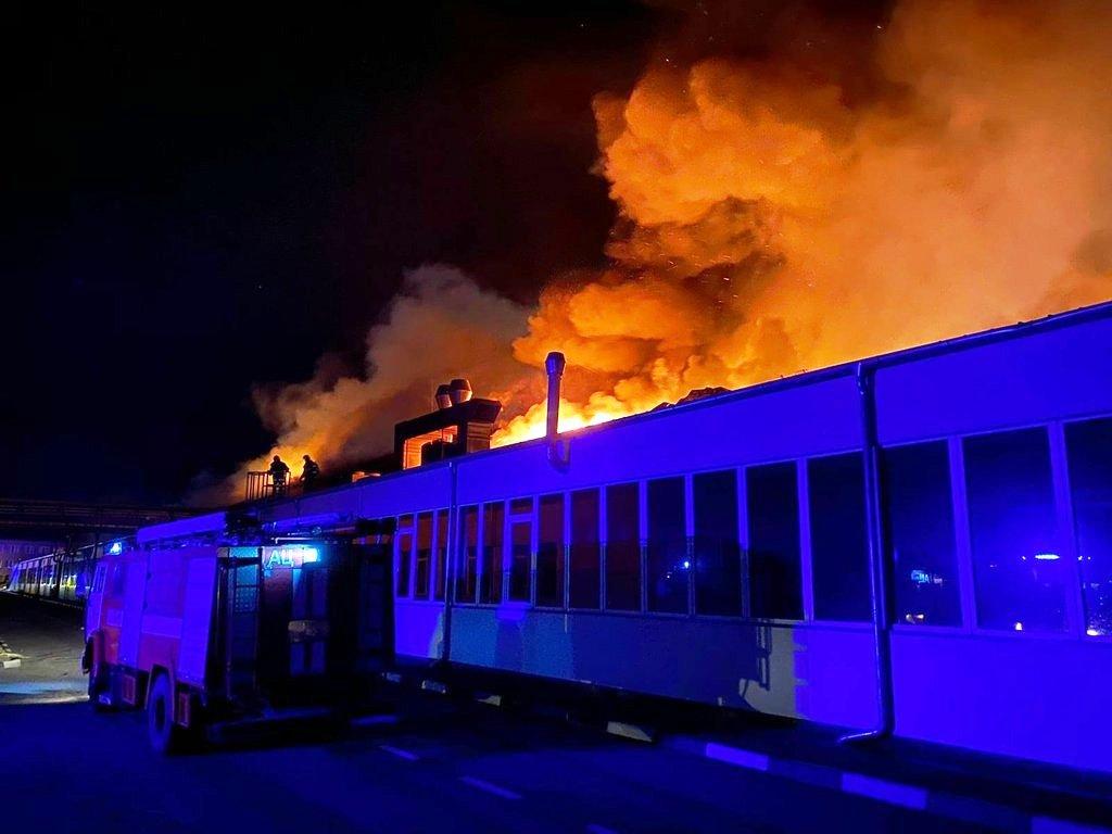 Пожар начался в 2 часа ночи.