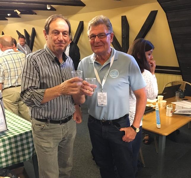 Анжело Коррадини (слева) и Юха Вильямаа (справа). Первый был генеральным секретарём Worldloppet с 2004 по 2016 год. Второй был избран президентом Worldloppet в 2016 году.