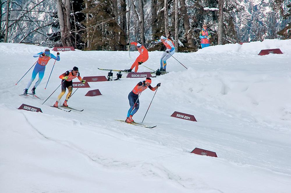 На своём заключительном этапе Максим Вылегжанин сумел разорвать группу. Зароссийским гонщиком сумели усидеть только финн Ииво Нисканен и немец Ханнес Дотцлер. А вот двукратному олимпийскому чемпиону сочинских Игр Дарио Колонье ибронзовому призеру спринта Эмилу Йонссону сделать этогоне удалось